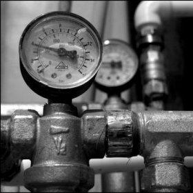 Как повысить давление воды в домашнем водопроводе