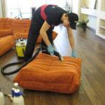 Чистим мягкую мебель от пыли и пятен – легко и просто!